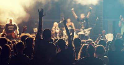 Agykárosodás érte a rockzenészt: pert indított a kórház ellen