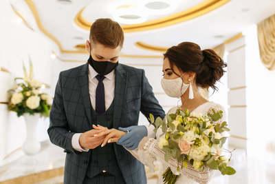 Esküvőláz! Roham indult a nyitással az anyakönyvvezetőknél