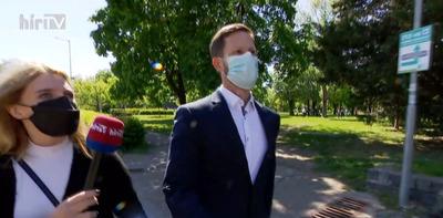 Válaszadás helyett inkább elmenekült a Hír TV stábja elől Tordai Bence