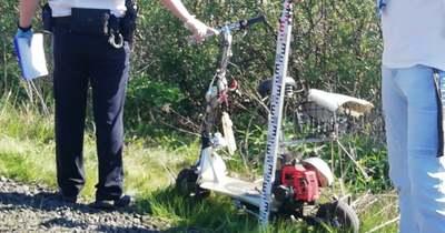 Tragédia – elektromos rollert hajtó 24 éves fiatalembert gázolt a vonat Pápán – fotók