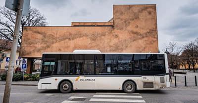 Tombol a botrány az iskolabusz körül