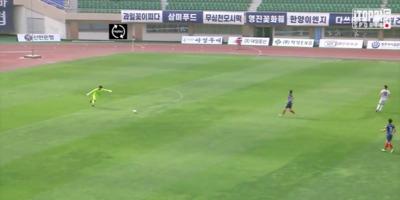 Saját tizenhatosáról lőtt gólt egy kapus - videó