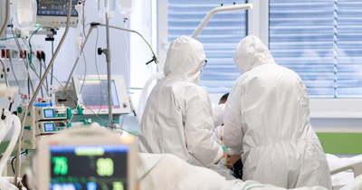 Száz alá csökkent a koronavírusos napi halálesetek száma