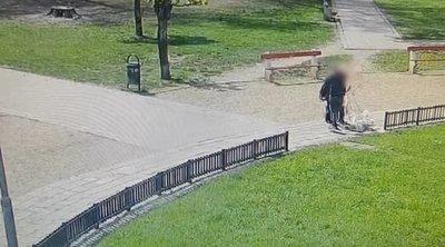 Kamera rögzítette: szörnyű fordulatot vett a II. János Pál pápa téren, amikor a férfi útbaigazítást kért egy nőtől