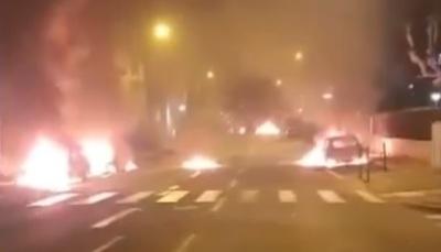 Felgyújtottak és kifosztottak egy francia kisvárost tomboló fiatalok - videó