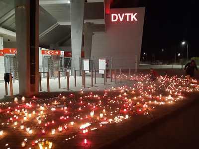 Gyászolnak és több száz mécsest gyújtottak az NB I-ből kieső DVTK-szurkolók - fotó