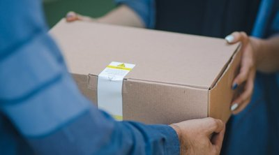 Sokkot kaptak a vásárlók, amikor kinyitották az interneten vett csomagot - 18+