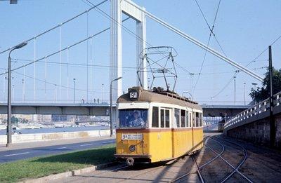 Zuhanóbombázó a budapesti síneken – a Ganz TM villamos története