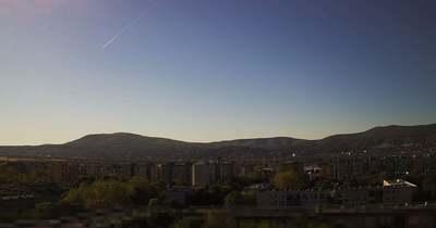 Rejtélyes fénycsóvák húztak át Pécs felett
