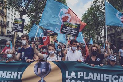 Több tízezren tüntettek Franciaországban
