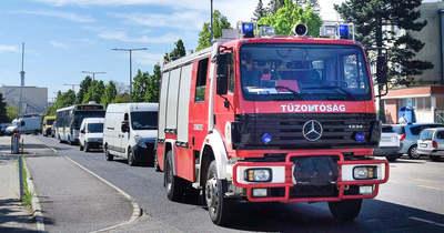 Tűzoltók vonultak az egyik szombathelyi gyárhoz