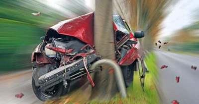 Villanyoszlopnak ütközött egy autó Mohácson