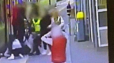 Drámai videó: metró alá zuhant az elgáncsolt tinilány