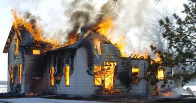 Felgyújtotta a munkásszállót, hogy megölje a tulajt