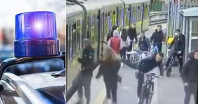 Riogatás és fejberúgás, ez várt a vonathoz siető lányokra, egy lány a szerelvény alá esett  – sokkoló videó!