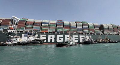 Meglepő fordulat a Szuezi-csatornát eltorlaszoló hajó brutális kártérítésének ügyében