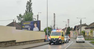 Holttest hevert a járdán Újpesten, két rendőr őrizte – Fotó!