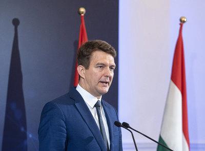 Magyarország az első kanyarban már megelőzte a régiót