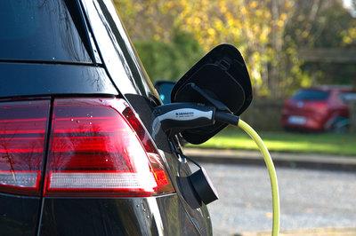 Kiderült, mikortól lesz olcsóbb elektromos autót gyártani a hagyományosakhoz képest