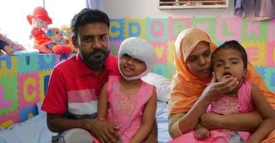 Így élnek szülőfalujukban a szétválasztott bangladesi sziámi ikrek – Videó