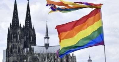 Azonos nemű párok megáldásával lázad a német egyház