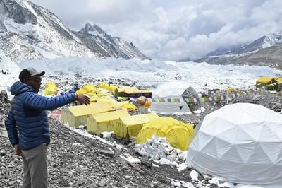 Választóvonalat húznak a Mount Everesten a járvány megfékezésére