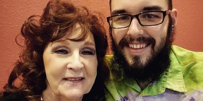 Egy 72 éves nagymamával jár a 19 éves fiú - Elárulta, milyen a szex!