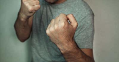 Ököllel ütötte ki a diszkóból haragosát egy battonyai férfi