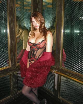 Meztelenül úszkál a magyar Playboy-modell - fotó