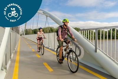 A Tisza-tavat szeli át a 2021-es év kedvenc kerékpárútja