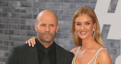Jason Statham párja igazi bombázó fehérneműben – fotók