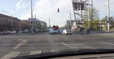 Brutális baleset miatt elesett a Hungária körút – Fotó!