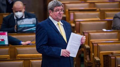 Csak áprilisban 11 milliárd forintot hagy a magyar vállalkozók zsebében az adóhivatal