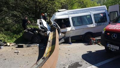 Hatalmas vaskorlát zuhant egy kisbuszra Tarkőn, ketten meghaltak