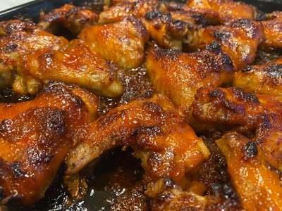 Így készül a legfinomabb csípős csirkeszárny!