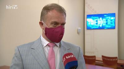 Varju László tagadja, hogy a kínai vakcina ellen nyújtottak volna be javaslatot