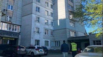 Borzalom: kizuhant a nyolcadik emeletről és szörnyethalt egy kétéves kislány