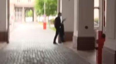 Elfutott a főpolgármester, miutánangolul próbálták kérdezni – videó