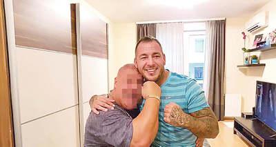 Kitálalt a barát: Vádalku miatt fogták el Curtis testvérét?