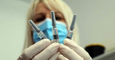 Nemrég még támadták a kínai vakcinát, most hallgatnak a sikeréről