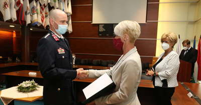 Oroszlányi mentős, komáromi tűzoltó és tatabányai roma képviselőnő kapott díjat