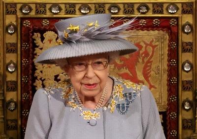 Gond lehet Erzsébet királynő egészségével: akadozott a beszéde, kapkodta a levegőt