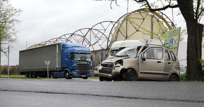 Kamion és személyautó ütközött Lébény határában – fotók
