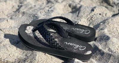 Hoppá, mi vár a nőkre:  a legőrültebb cipődivat érkezik idén nyáron
