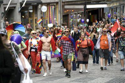 Kitiltották és megfenyegették a fehér embereket a franciaországi Pride felvonulás szervezői