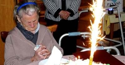 100 éves üknagyit köszöntöttek Kisbéren – fotókon Irénke néni nagy napja