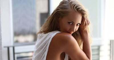 Bugyi nélkül, meztelenül okozott döbbenetet a népszerű színésznő