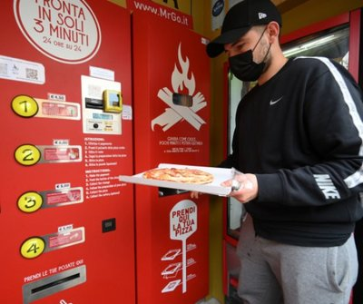 Mintha homokot árulnál a sivatagban: pizzaautomata borzolja a kedélyeket Rómában