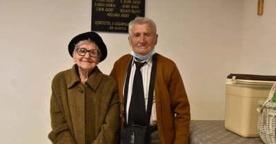 Emléktáblát avattak az egykori diákok Tenyőszigeten