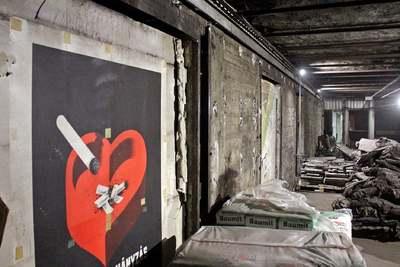 Több mint 40 éves plakát került elő a metrófelújítás közben